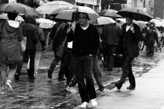 in de regen op het rokin